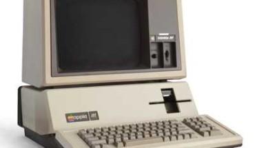 Signora butta vecchio computer da 200mila dollari