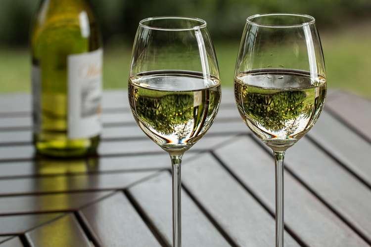 donne italiane preferiscono vino bianco